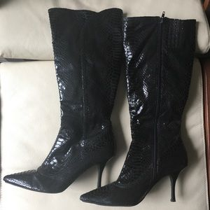 Snake Skin Pointy Toed Boots